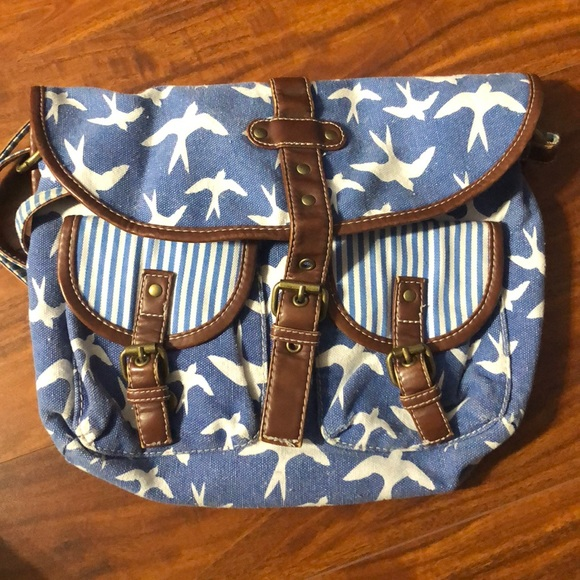Handbags - Tilly's crossover body purse